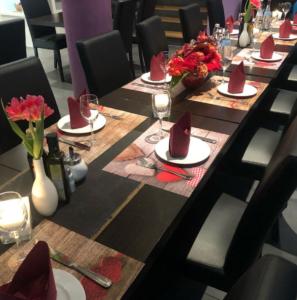 Gedeckter Tisch im Bistro Astoria, ein beliebtes Restaurant in Stuttgart Ost