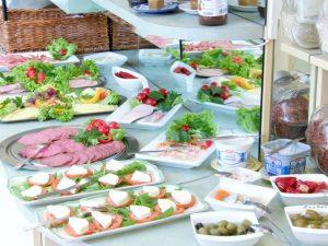Schlosshotel Pillnitz - Ein reichhaltiges Frühstücksbuffet ist im Preis mit inbegriffen.