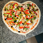 Pizza Gemüse Herz Oscars Pizza Restaurant Pizzeria Herzogenaurach www.schlemmerbox24.de  150x150